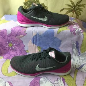 Nike Training in season Pink/Gray Shoes Sneakers